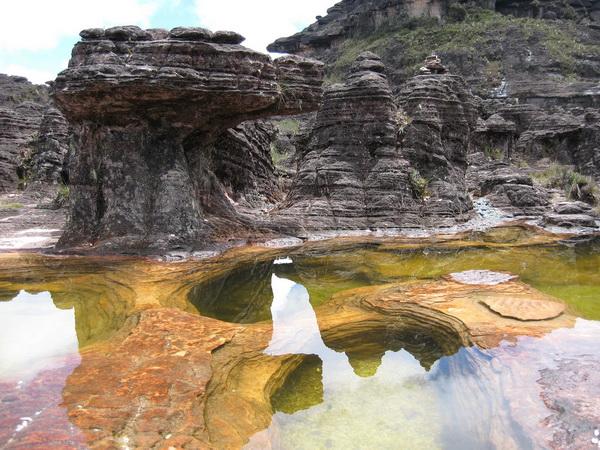 Кругом ручьи и лужицы кристально чистой воды. Фотографировать хочется непрерывно. Фото с сайта: lookandtravel.ru