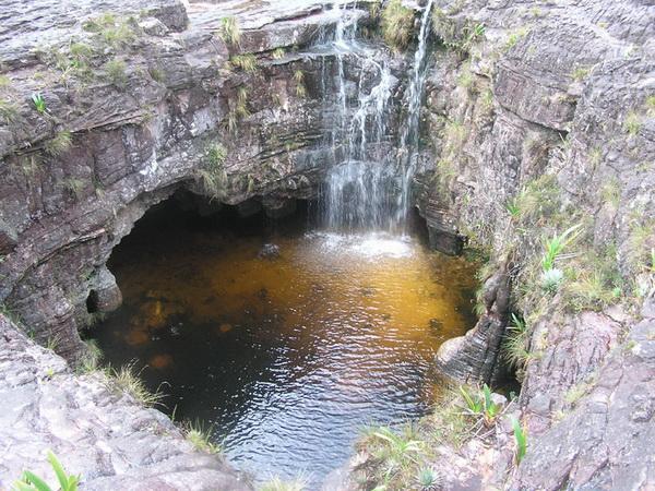 После долины «грибов» – каменных трёх метровых грибов, Вы выйдете к великолепному озеру. Фото с сайта: lookandtravel.ru