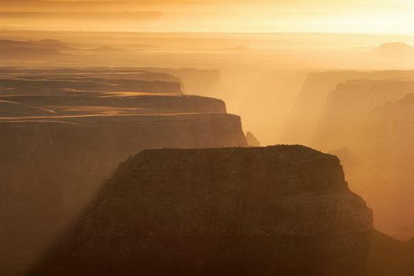 Утренняя дымка в Гранд-Каньоне, штат Аризона. Фото: Джейсон Сэмпсон