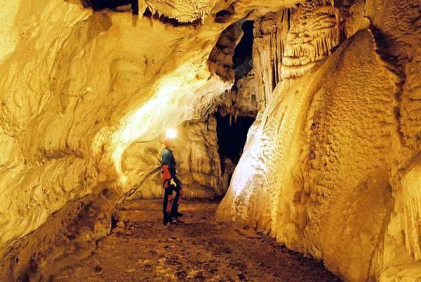 Парк Витоша, пещера Духлата, Болгария. Фото: avialine.com