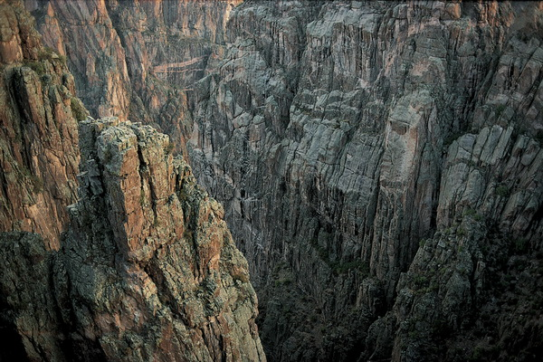 Все тот же Черный каньон в Колорадо. В этом месте находят множество ископаемых скелетов динозавров, бродивших здесь миллионы лет назад. Фото: Jake Rajs