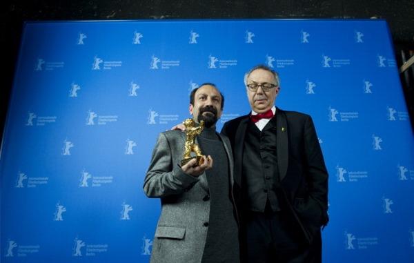 Иранский режиссер Асгар Фархади  получил«Золотого  медведя» за лучший фильм. Фото: JOHANNES EISELE/AFP/Getty Images