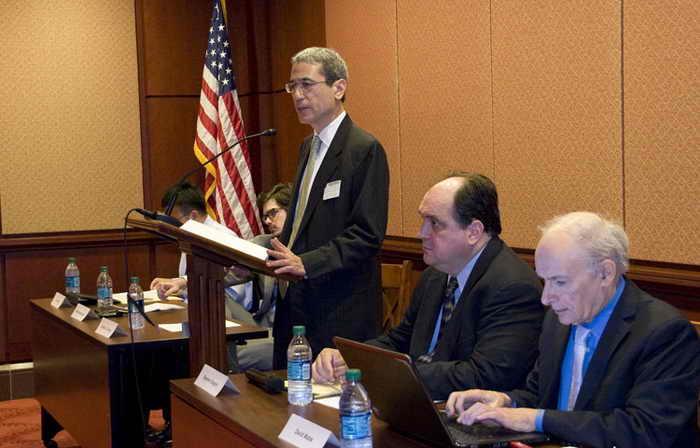 Гордон Чан выступает на форуме «Реагирование на кризис режима в Китае», состоявшемся на Капитолийском холме. Фото: Лиза Фань/Великая Эпоха