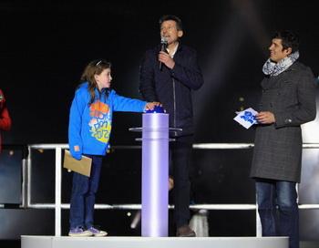 Юной жительнице Лондона, девятилетней Ниам-Кларк-Уилс, посчастливилось в субботу вечером официально открывать Олимпийский стадион для проведения летних XXX Олимпийских. Фото: Micnael Steele/Getty Images Sport