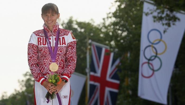 Елена Лашманова. Олимпийская чемпионка в ходьбе на дистанцию 20 километров. Церемония награждения.Фото: Feng Li/Getty Images Sport.