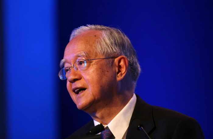 У Цзинлянь, известный китайский экономист и старший научный сотрудник Центра исследований развития при Госсовете КНР, выступает с речью на ежегодной конференции 13 декабря 2008 года, Пекин, Китай. Фото: China Photos/Getty Images