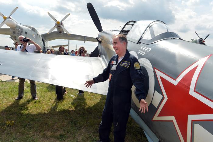 Британский пилот Советский истребитель Як-3 прибыл на фестиваль ретро-самолётов в музей авиации Киева 1 июля 2013 года. Фото: SERGEI SUPINSKY/AFP/Getty Images
