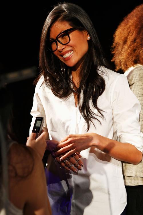 Дизайнер Моника Чанг носит слейв-браслет. Фото: Cindy Ord/Getty Images for Mercedes-Benz Fashion Week