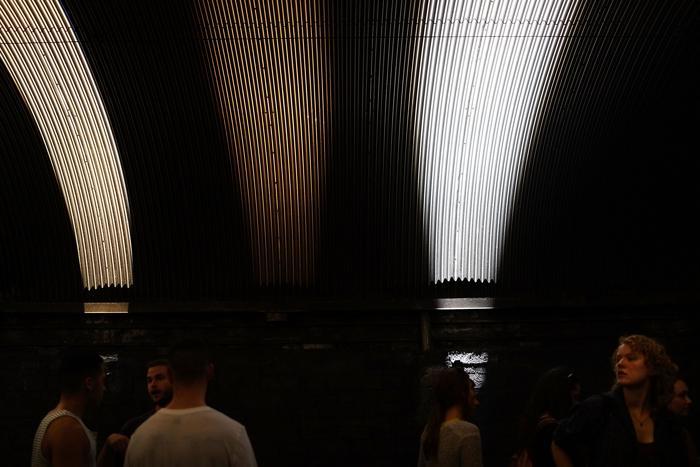 Художественная интерактивная выставка «День» впервые открылась 3 августа 2013 года в тоннеле парка-авеню Нью-Йорка в рамках фестиваля «Летние улицы». Фото: Spencer Platt/Getty Images