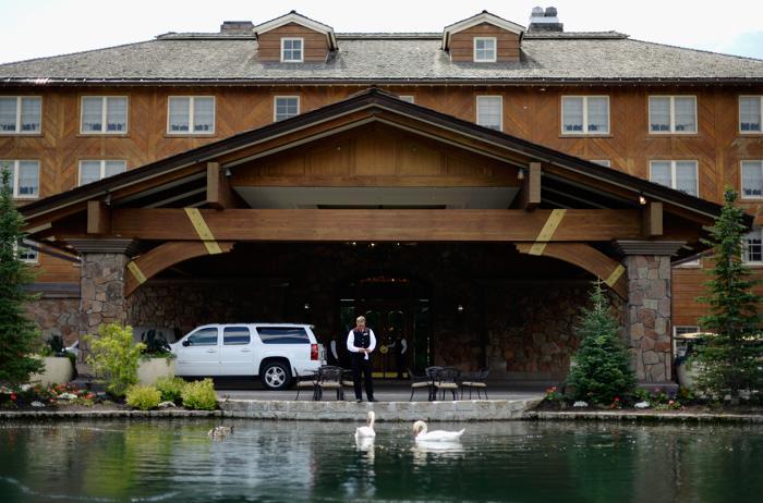 Курорт в Сан-Вэлли перед прибытием бизнес лидеров на конференцию Allen & Co 8 июля 2013 года. Фото: Kevork Djansezian/Getty Images