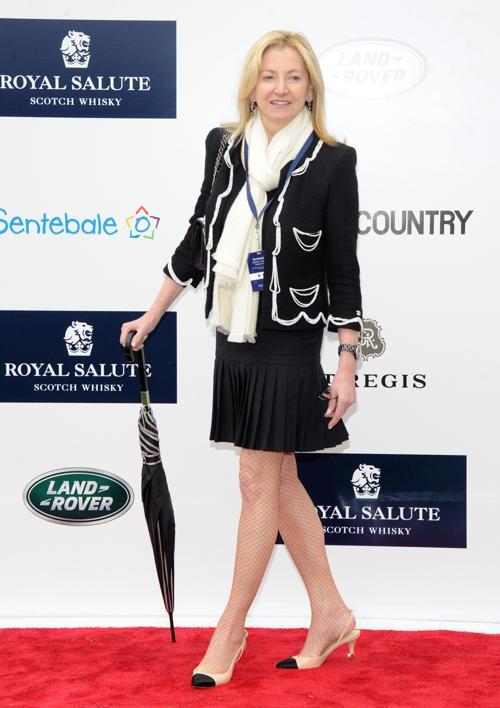 Генеральный директор Chanel Барбара Сирква на благотворительном турнире по поло с участием принца Гарри в Гринвиче. Фото: Jamie McCarthy/Getty Images