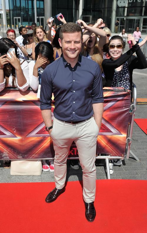 Телеведущий  Дермот ОЛири прибыл на прослушивания шоу талантов «X-фактор» в Лондоне 15 июля 2013 года. Фото: Gareth Cattermole/Getty Images