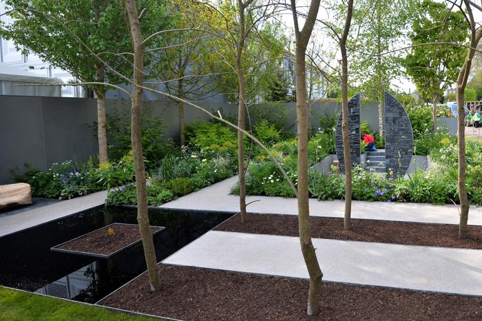 Садоводы готовят свои работы на королевскую выставку в Челси. Фото: Tim P. Whitby/Getty Images for Cloudy Bay