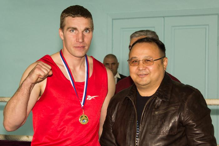 Чемпионат Республики по боксу среди мужчин. После награждения. Фото: Сергей Тугужеков/Великая Эпоха (The Epoch Times)