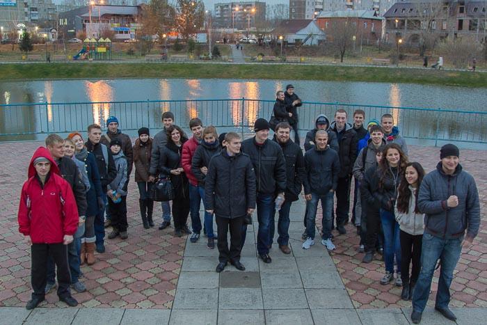 В конце акции участники выстроились в виде буквы «М». Фото: Сергей Тугужеков/Великая Эпоха (The Epoch Times)