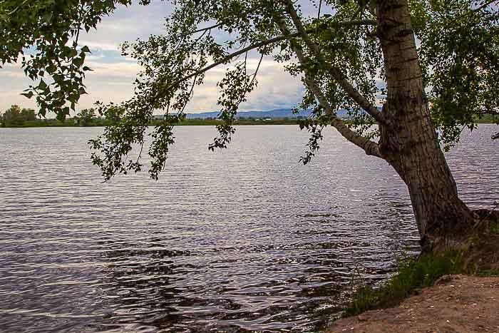 Искусственный водоём на 35-м километре от Абакана. Место отдыха горожан. Фото: Сергей Тугужеков/Великая Эпоха (The Epoch Times)