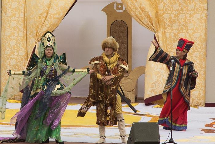 Принцесса перед всем народом дала своё согласие стать верной женой Алтын Хана. Фото: Сергей Тугужеков/Великая Эпоха (The Epoch Times)