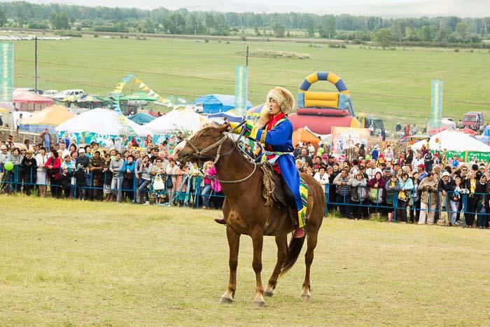 Он объявил, что нефритовая принцесса возвращается из полона в свой Нефритовый дворец. Фото: Сергей Тугужеков/Великая Эпоха (The Epoch Times)