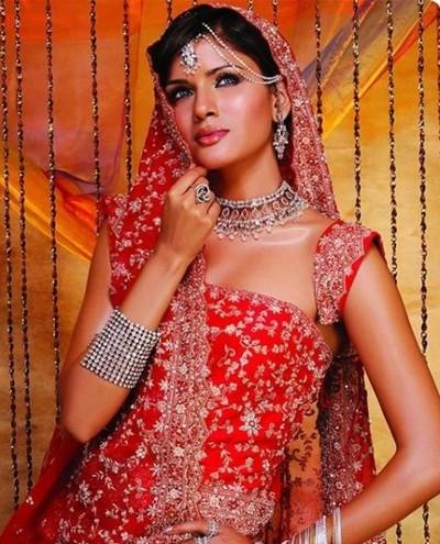 Неистощимая фантазия для украшений индийских невест. Фото с kanzhongguo.com