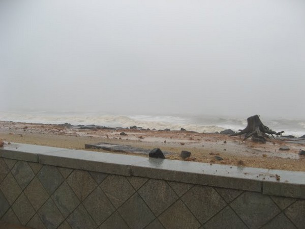 Мощный циклон обрушился на Пондичери . Фоторепортаж. Фото: Мария СМИРНОВА/Великая Эпоха (The Epoch Times)