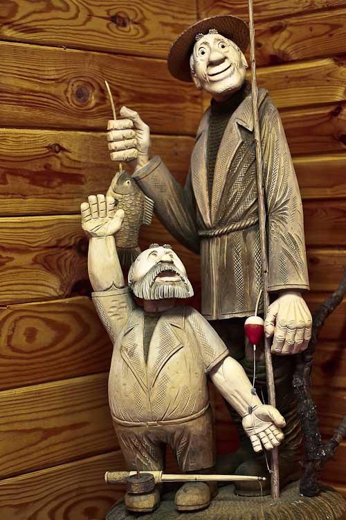 «А я поймал вот такую рыбу!» Музей деревянного зодчества в д. Лункино. Фото: Сергей Лучезарный/Великая Эпоха (The Epoch Times)
