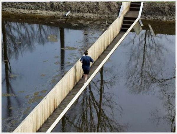 Мост под водой. Фото с сайта ba-bamail