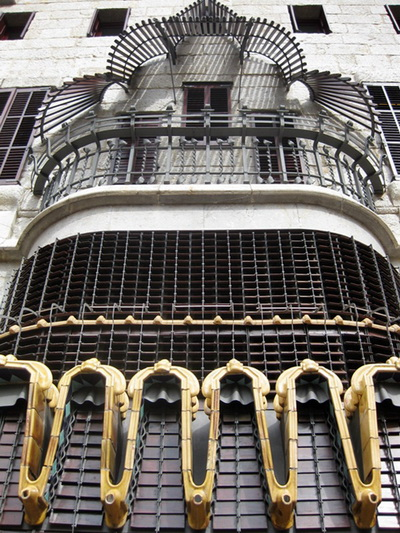 Барселона - место встречи современности и старины.  Фото: joseantonio