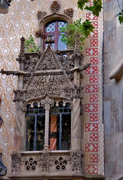Двери и окна - сочетание практичности и символичности. Фото: Jola Dziubinska