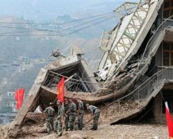 В КНР оползень накрыл кирпичный завод и часть керамической фабрики. Фото: www.rbc.ua