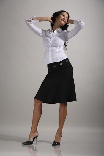 Хотите выглядеть успешной? Наденьте юбку! Фото: www.ubki.su