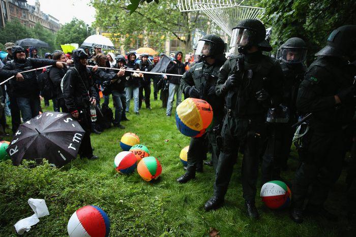 В финансовой столице Германии начались протесты союза Blockupy 31 мая 2013 г. Франкфурт-на-Майне, Германия. Фото: Sean Gallup/Getty Images