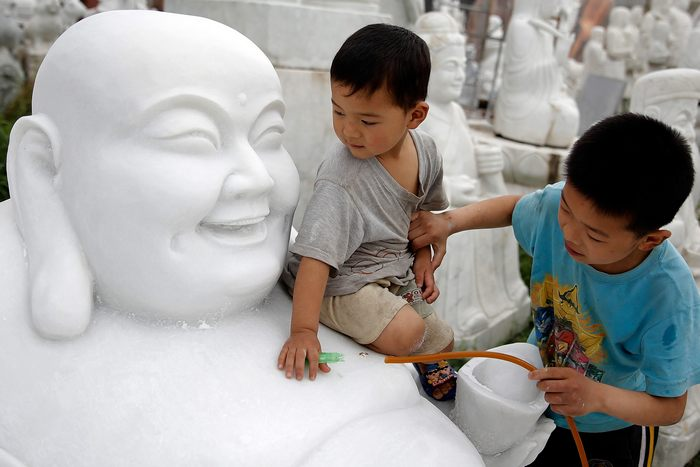 Округ Чжэньпин города Шифосы провинции Хэнань в Китае является одним из крупнейших в мире центров по обработке нефрита. Фото: Lintao Zhang/Getty Images