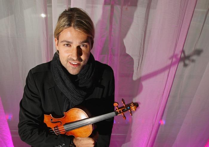 Скрипач Дэвид Гарретт стоит со скрипкой Страдивари 14 февраля 2008 года в концертном зале Barbican в Лондоне. Фото: Peter Macdiarmid/Getty Images