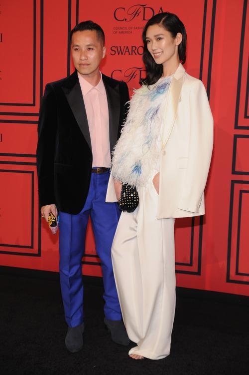 Лучшим дизайнером аксессуаров 2013 стал Филлип Лим на вручении Премии моды CFDA Fashion Awards 2013 в Нью-Йорке. Фото: Bryan Bedder/Getty Images for Swarovski