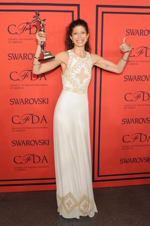 Премия Swarovski была вручена дизайнеру аксессуаров Памеле Лав. Фото: Jamie McCarthy/Getty Images