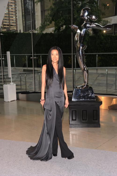 Вера Вонг получила специальную награду Джеффри Бина за вклад в развитие моды на вручении Премии моды CFDA Fashion Awards 2013 в Нью-Йорке. Фото: Jamie McCarthy/Getty Images