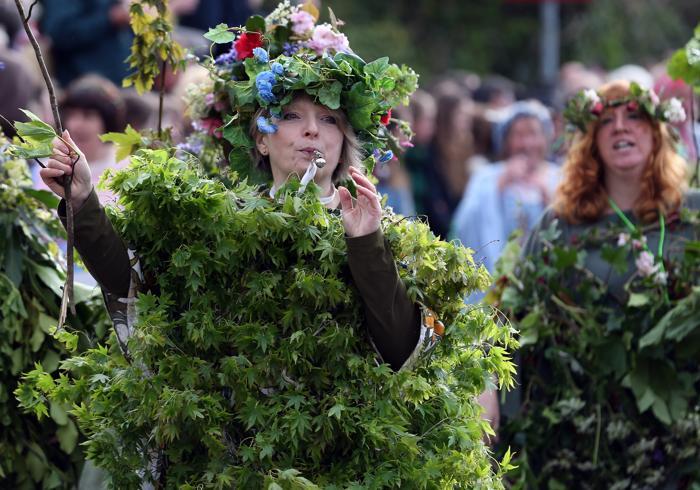 Праздник флоры отметили танцами в Хелстоне. Фото: Matt Cardy/Getty Images