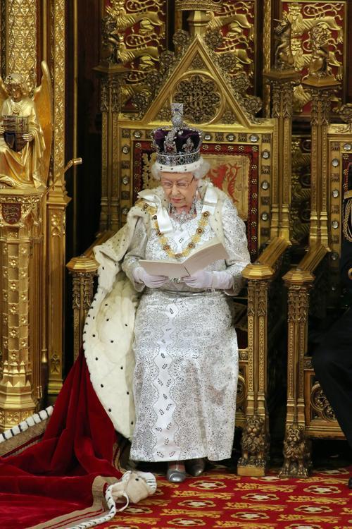 Елизавета II выступила с тронной речью на Церемонии открытия парламента. Фото: Jon Bond - WPA Pool/Getty Images