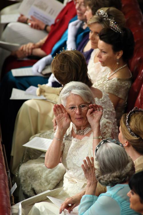 Дамы в диадемах на Церемонии открытия парламента. Фото: Jon Bond - WPA Pool/Getty Images