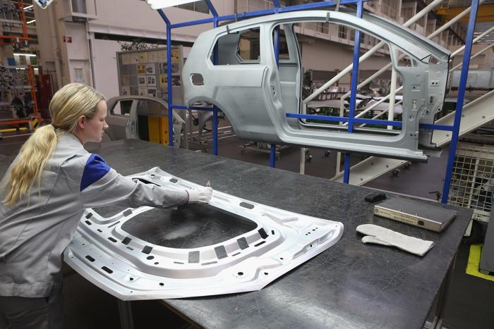 Новый Volkswagen Golf 7 собирают на заводе в Вольфсбурге. Фото: Sean Gallup/Getty Images