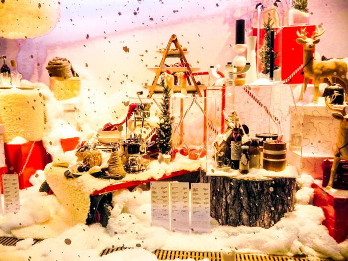Сувениры и подарки к новогодним праздникам в Хельсинки. Фото: Лариса Кононова/Великая Эпоха (The Epoch Times)