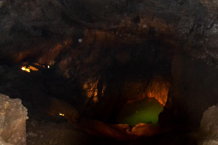 Голубое озеро в Новоафонской пещере. Фото: Пётр Корнеев