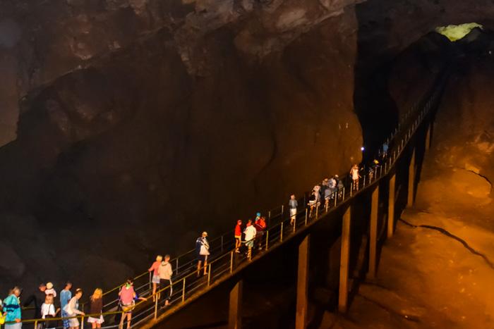 В Новоафонской пещере. Фото: Пётр Корнеев