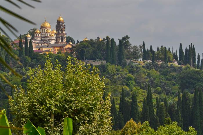 Вид на Новоафонский монастырь. Фото: Пётр Корнеев