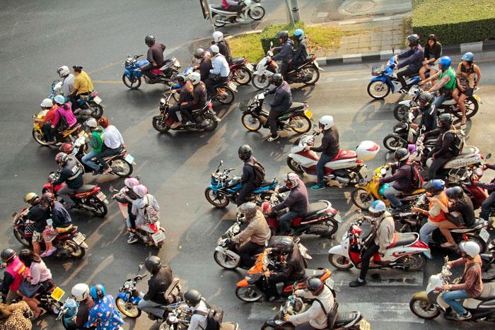 Городские жители предпочитают передвигаться на мотоциклах. Фото: Николай Карпов/Великая Эпоха (The Epoch Times)