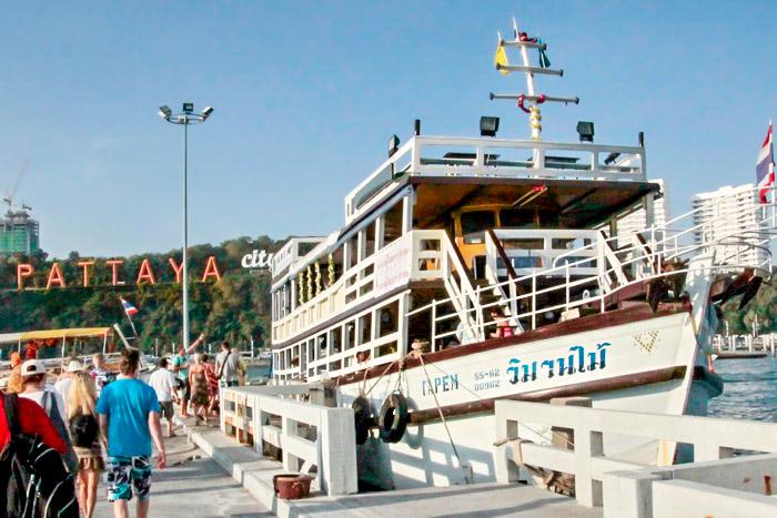 Прогулочный туристический корабль на пристани в Паттайя. Фото: Николай Карпов/Великая Эпоха (The Epoch Times)