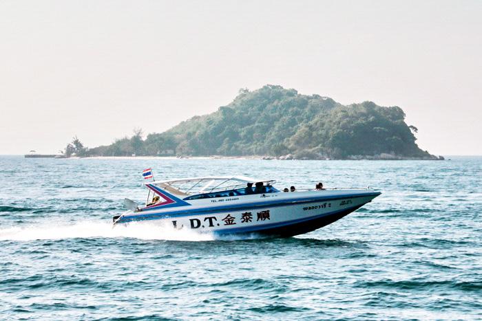 Быстроходный катер около островов в Сиамском заливе. Фото: Николай Карпов/Великая Эпоха (The Epoch Times)