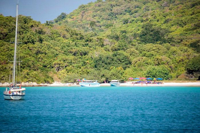Песчаный пляж на Бамбуковом острове. Фото: Николай Карпов/Великая Эпоха (The Epoch Times)