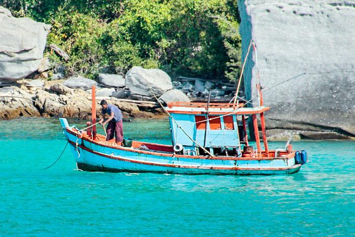 Небольшая рыболовецкая лодка. Фото: Николай Карпов/Великая Эпоха (The Epoch Times)