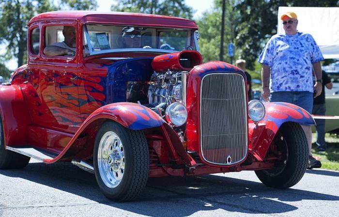 Парад в парке г. Оттавы, штат Канзас, автошоу, 21 сентября 2013 года, Ford Model A Coupe 1931 года выпуска с радиаторной сеткой 1932 года. Фото: Cat Rooney/Великая Эпоха (The Epoch Times)